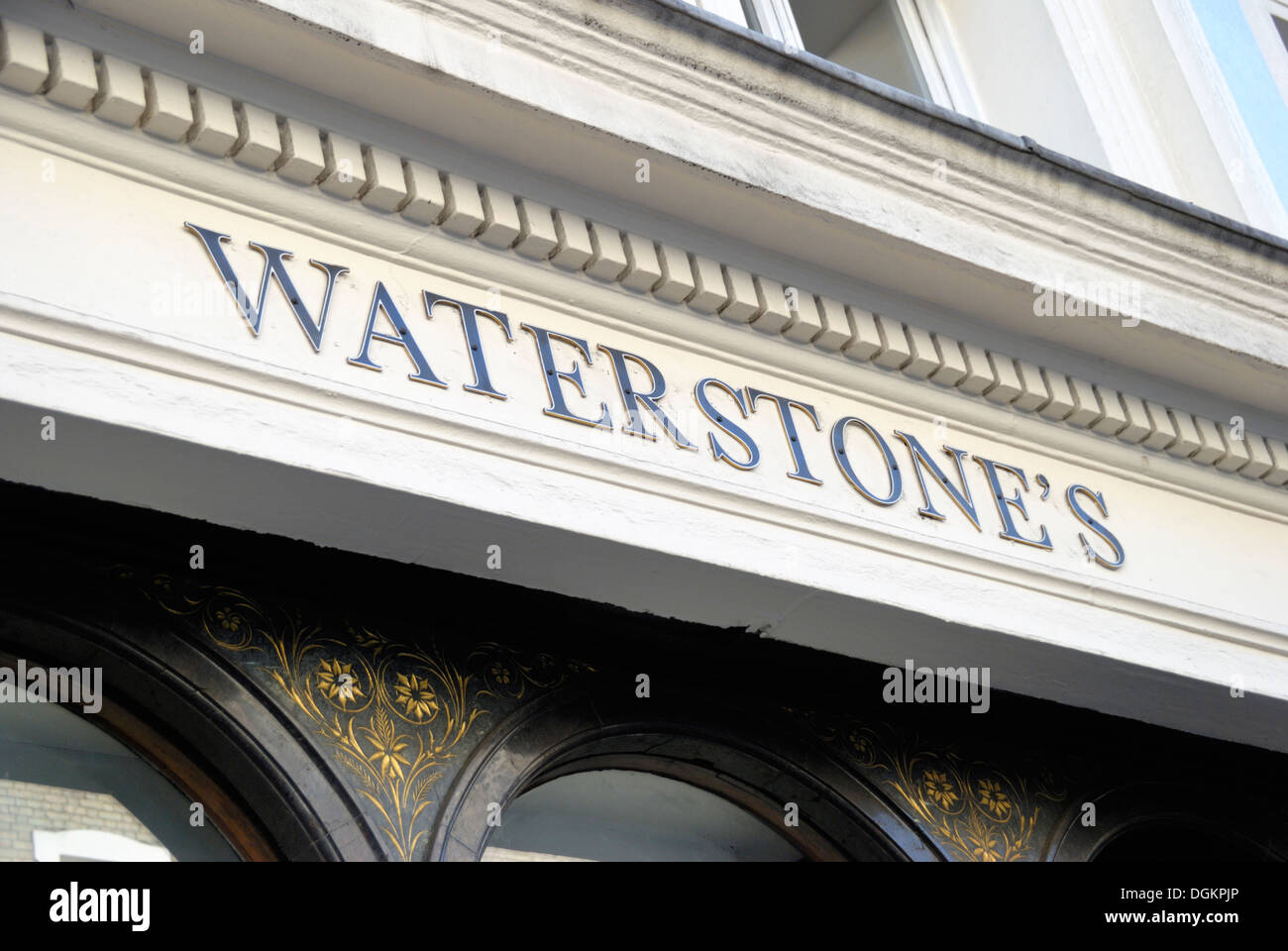 At Waterstones In London Stock Photos & At Waterstones In London ...