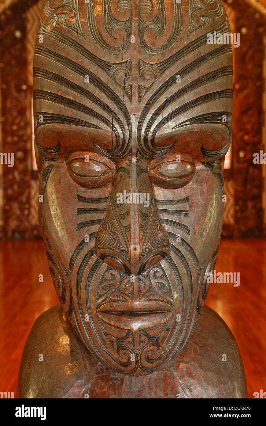 Maori carving, head with tattoo lines, Maori Meeting House, Waitangi Treaty Grounds, Waitangi, North Island, New Stock Photo