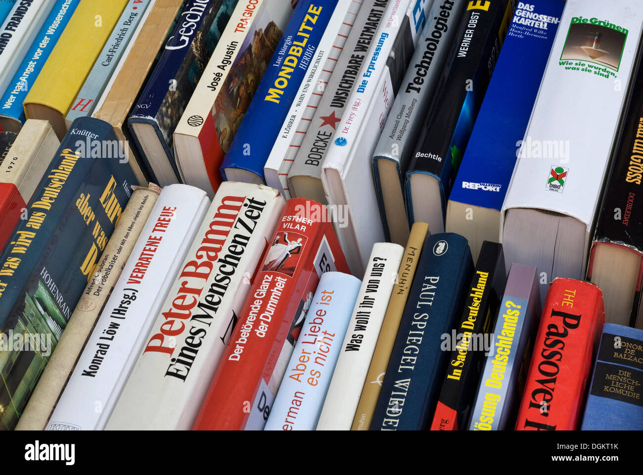 Antiquarian bookshop, books in box, spine, book sale - Stock Image