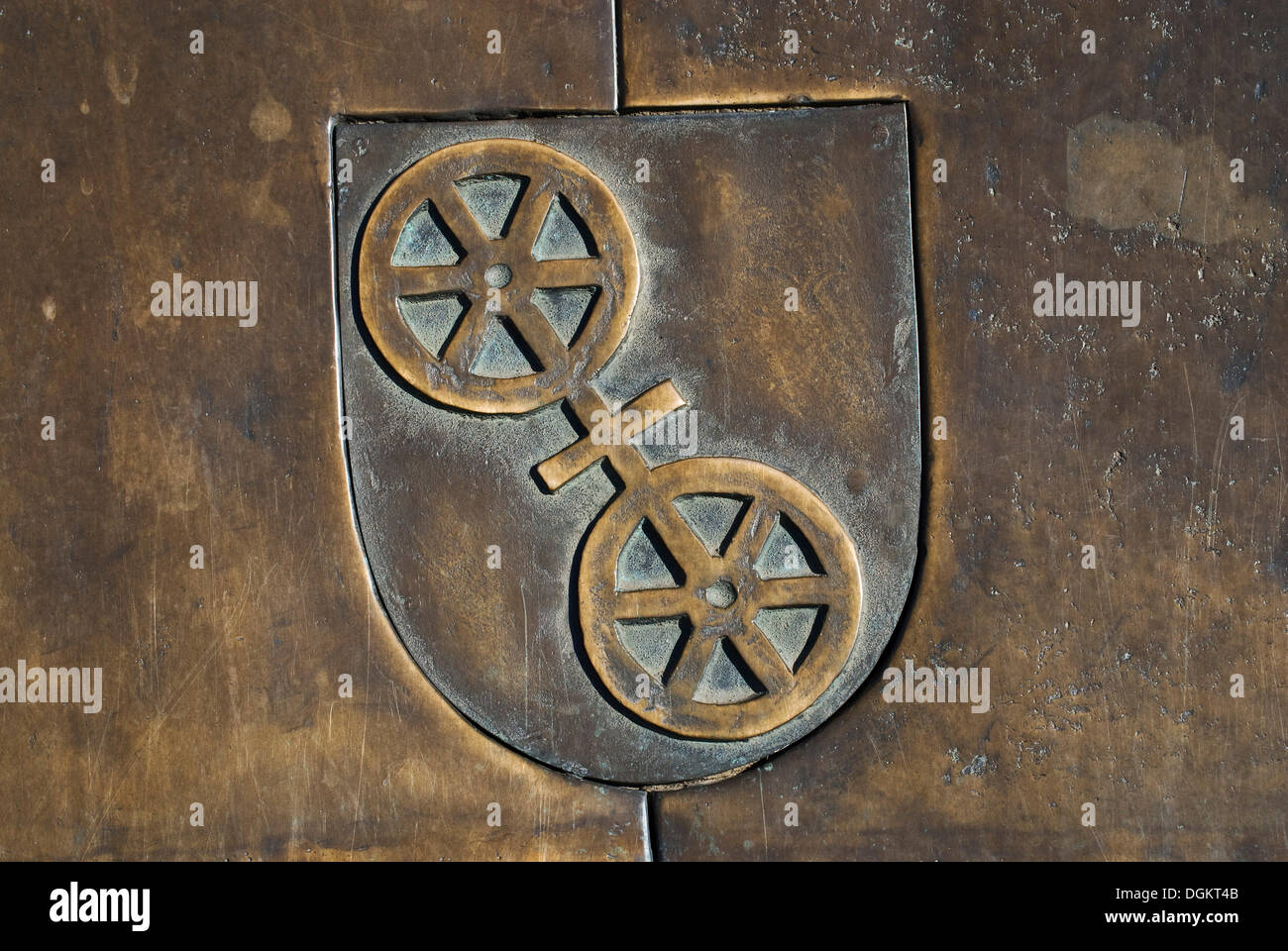 Coat of arms in bronze, Mainz, capital of Rhineland-Palatinate - Stock Image