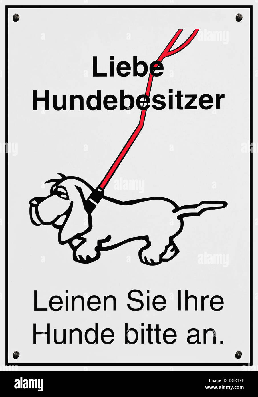 Sign, Liebe Hundebesitzer Leinen Sie Ihre Hunde bitte an or dear dog owners, please keep your dog on a leash - Stock Image