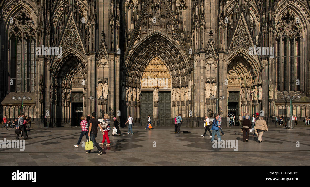 Panoramic view of the western side of Koelner Dom, Cologne Cathedral, west portal, with tourists, Cologne - Stock Image