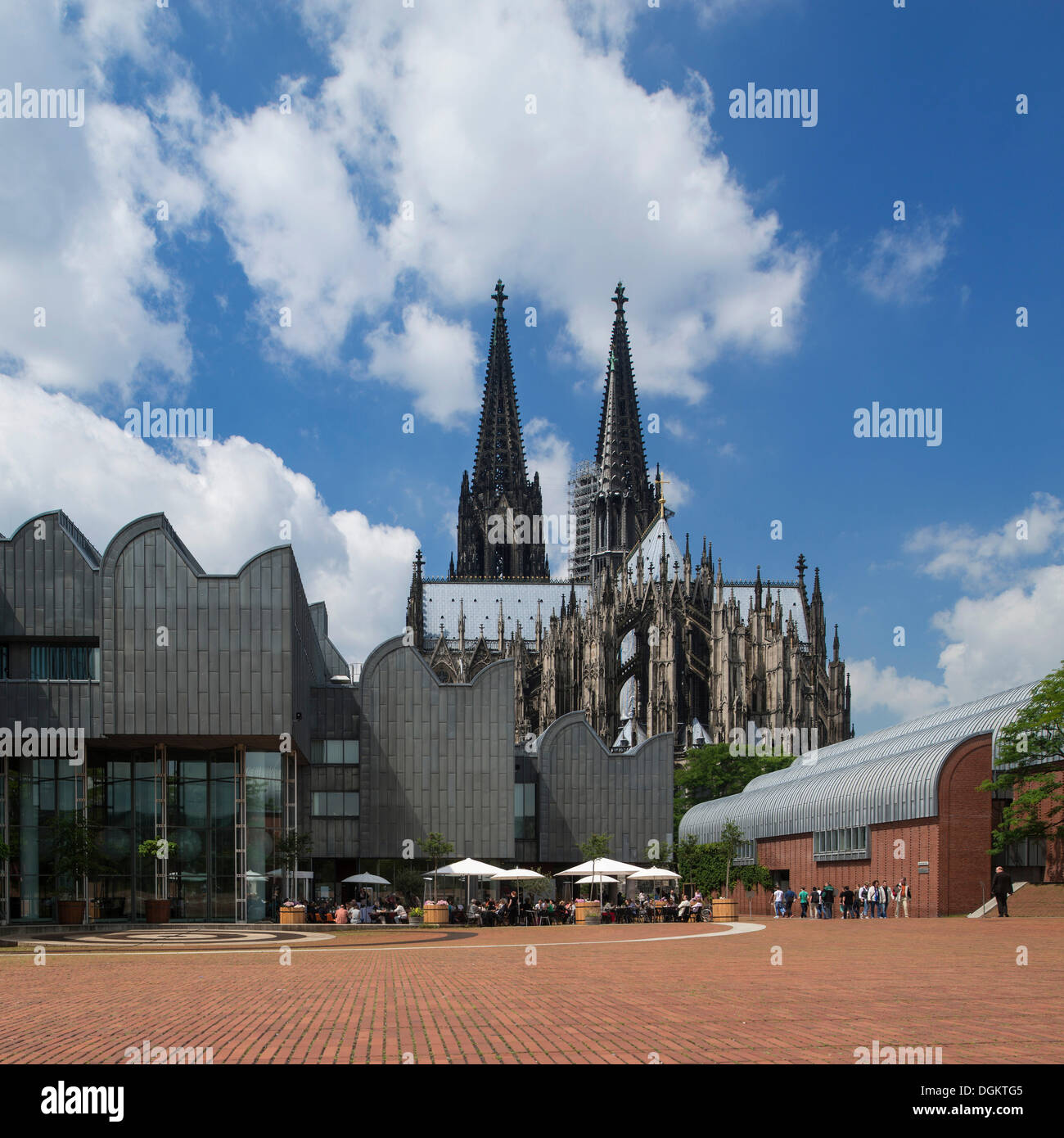 View from Heinrich Boell Platz square towards Museum Ludwig and Cologne Cathedral, Cologne, North Rhine-Westphalia - Stock Image