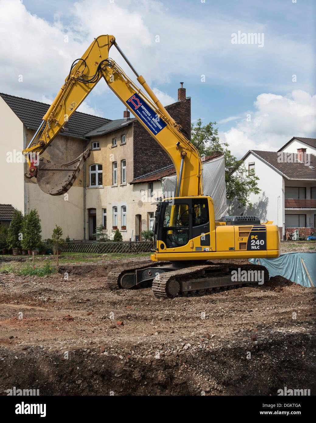 Construction, backhoe excavating land in Bonn, North Rhine-Westphalia, PublicGround - Stock Image
