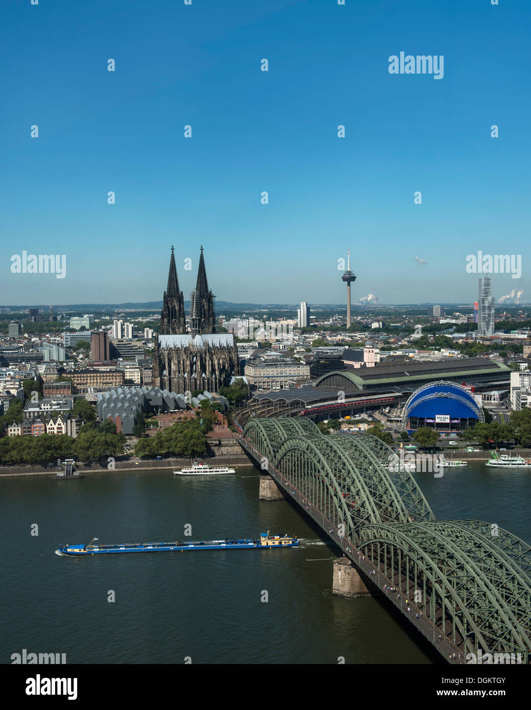 View across the Rhine river, view of the historic district, Museum Ludwig, Cologne Cathedral, Central Station, the Opernzelt - Stock Image