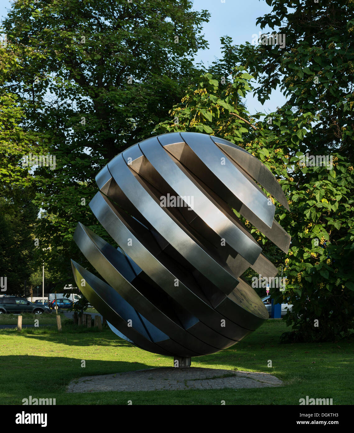 Integration, a metal sculpture by Hans Dieter Bohnet, 1976, on the shore of the Rhine river, in the former government - Stock Image