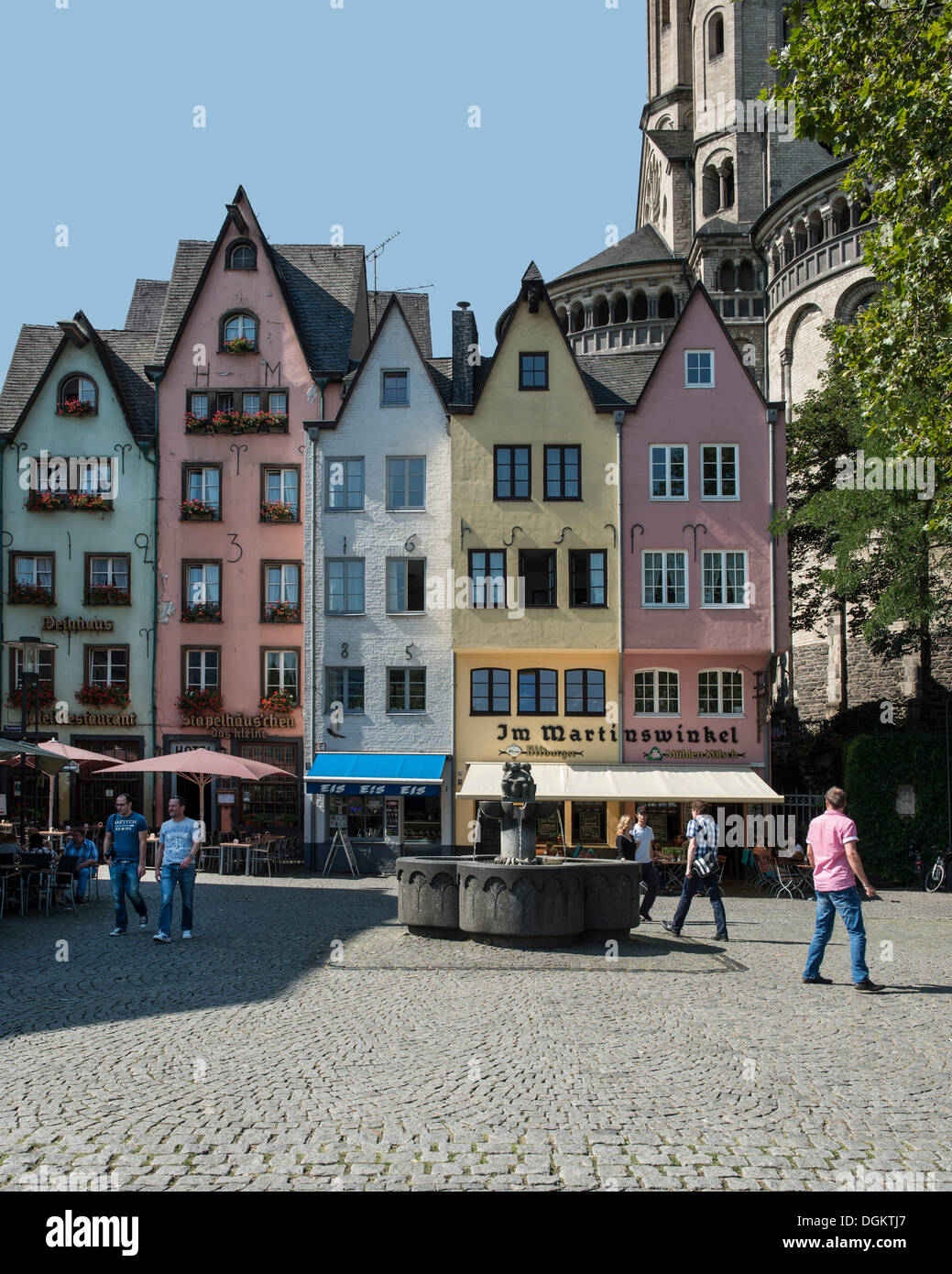 Colourful row of houses in Martinswinkel, with the Romanesque Great St. Martin Church at the rear, Am Fischmarkt - Stock Image
