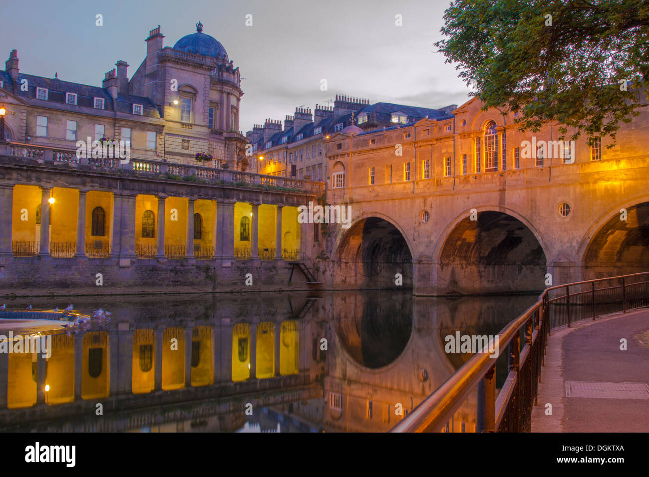 A view of Pulteney bridge over the River Avon at dusk. - Stock Image