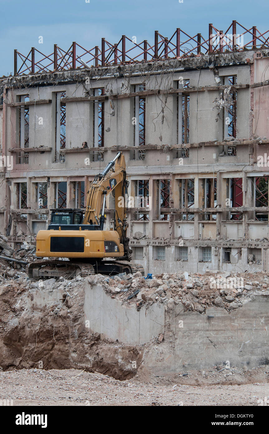Demolition works, excavator in rubble in front of a building wall, Bonn, North Rhine-Westphalia, PublicGround - Stock Image