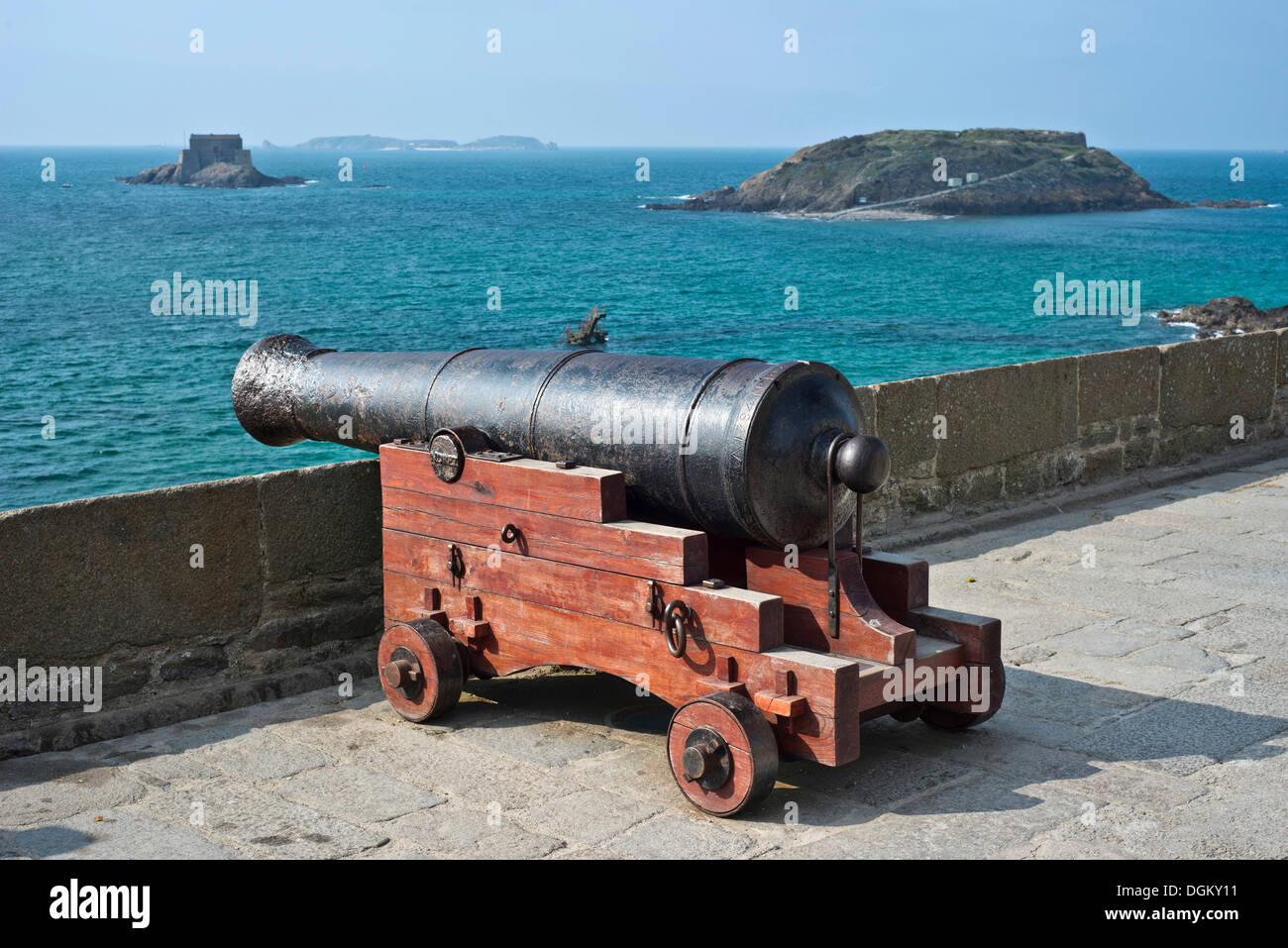 Cannon on the ramparts and offshore islands, Saint-Malo, Brittany, France, Europe - Stock Image