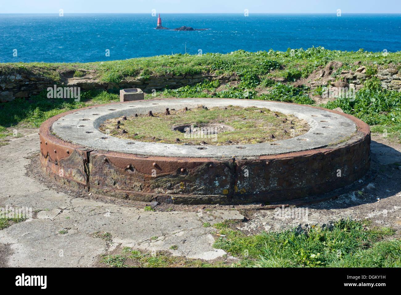 Foundation of a gun mount, former fort, Atlantic Ocean at back, Cape Point de St. Mathieu, Département Finistère, Brittany - Stock Image