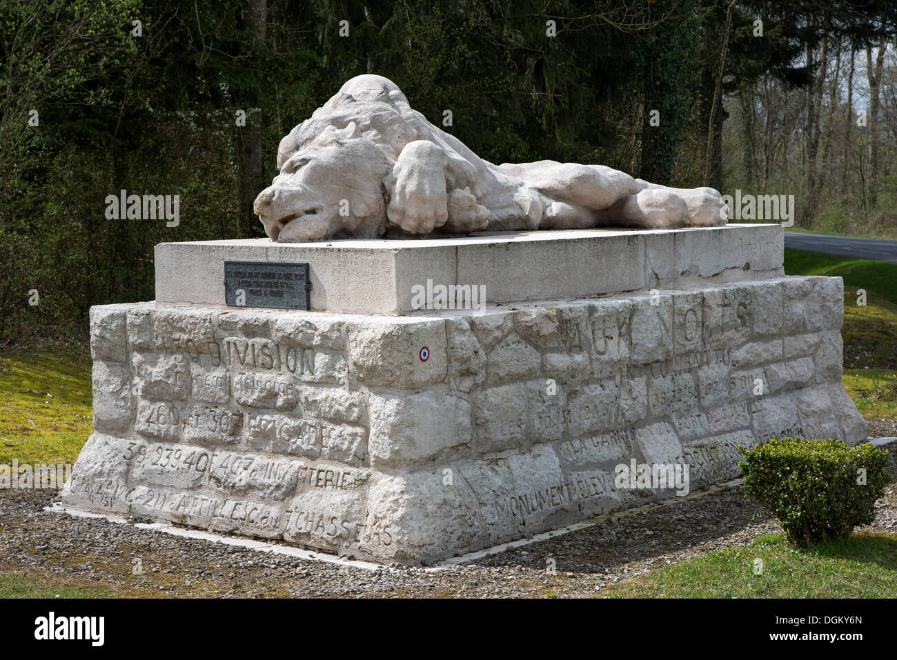 Grave monument with a lion sculpture for fallen Belgian soldiers, compounds of the Battle of Verdun, First World War, Verdun - Stock Image