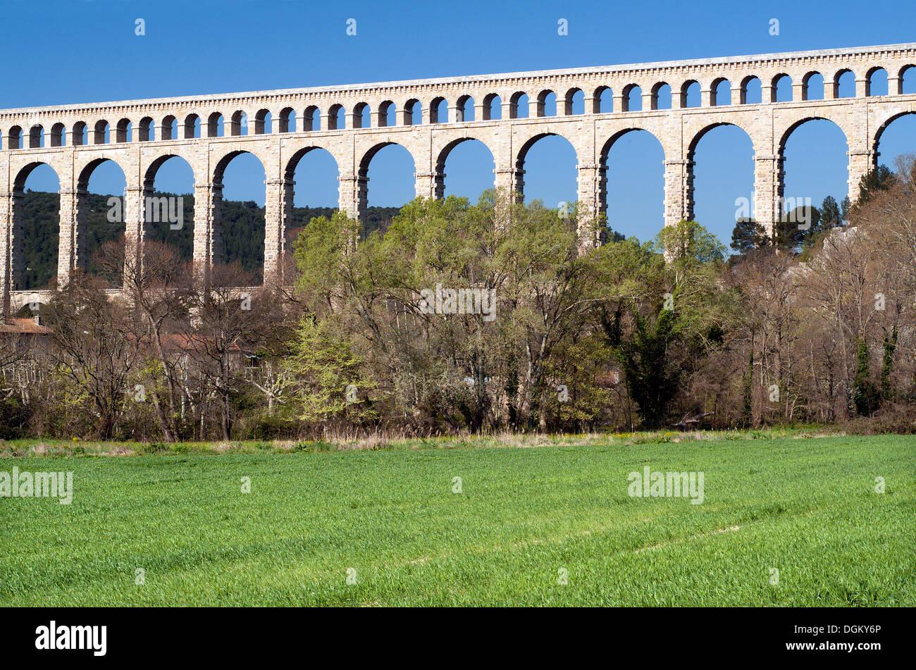 Roquefavour Aqueduct spanning the valley, Ventabren, department Bouches-du-Rhône, Provence, Provence-Alpes-Côte d'Azur - Stock Image