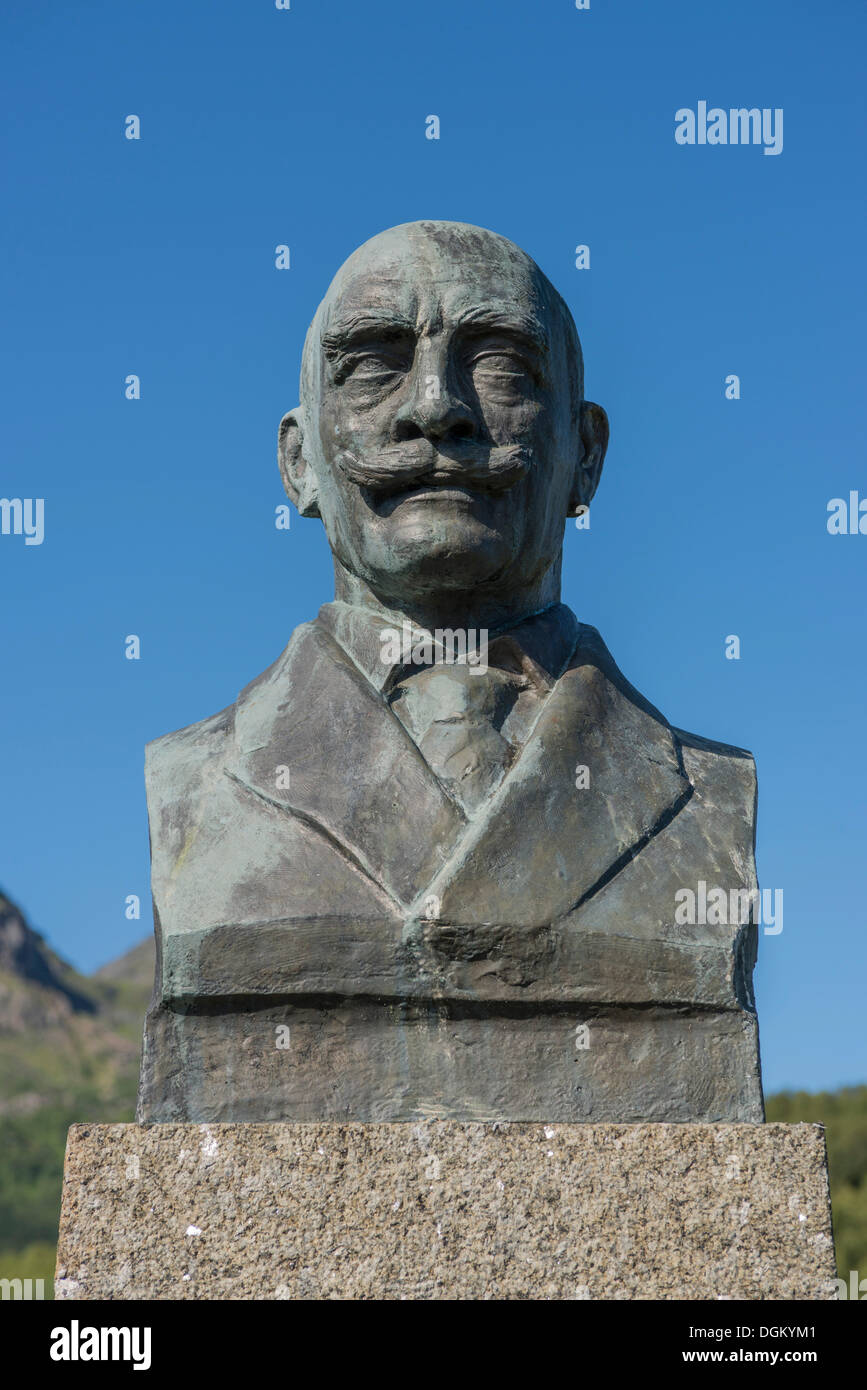 Monument for Knut Hamsun, bronze bust on a stone plinth, Ortsteil Hamsund, Kommune Hamarøy, Nordland, Northern Norway, Norway - Stock Image