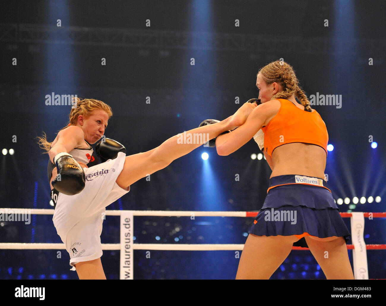 Christine Theiss, German kickboxing world champion, black shorts, vs Paola Capucci, Italy, white shorts - Stock Image