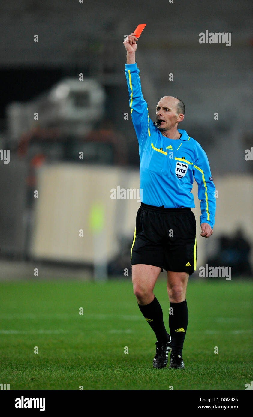 Michael Leslie Dean, football referee, showing the red card, sending-off - Stock Image