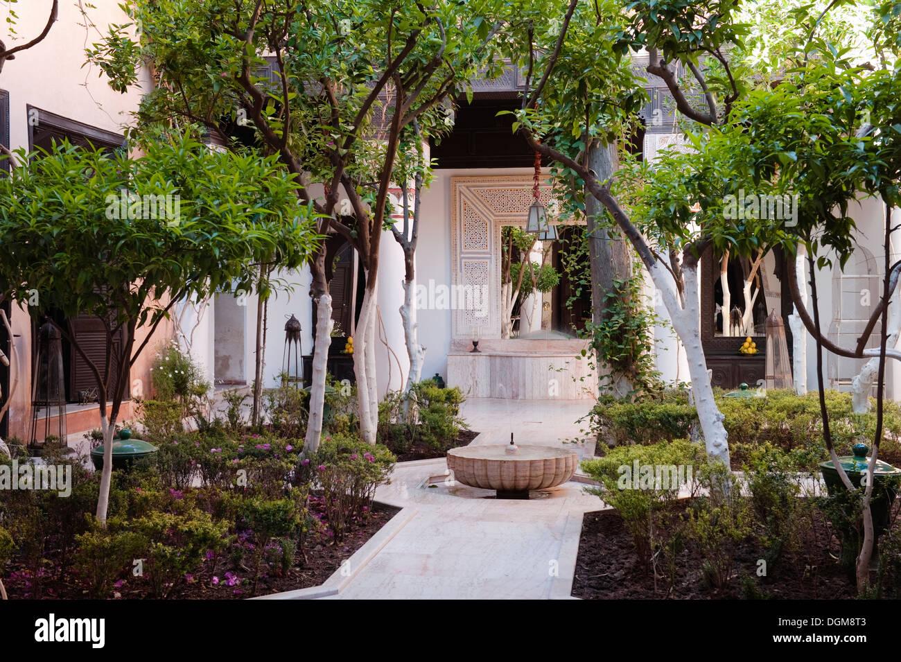 Moroccan Garden Courtyard Stock Photo 61911587 Alamy