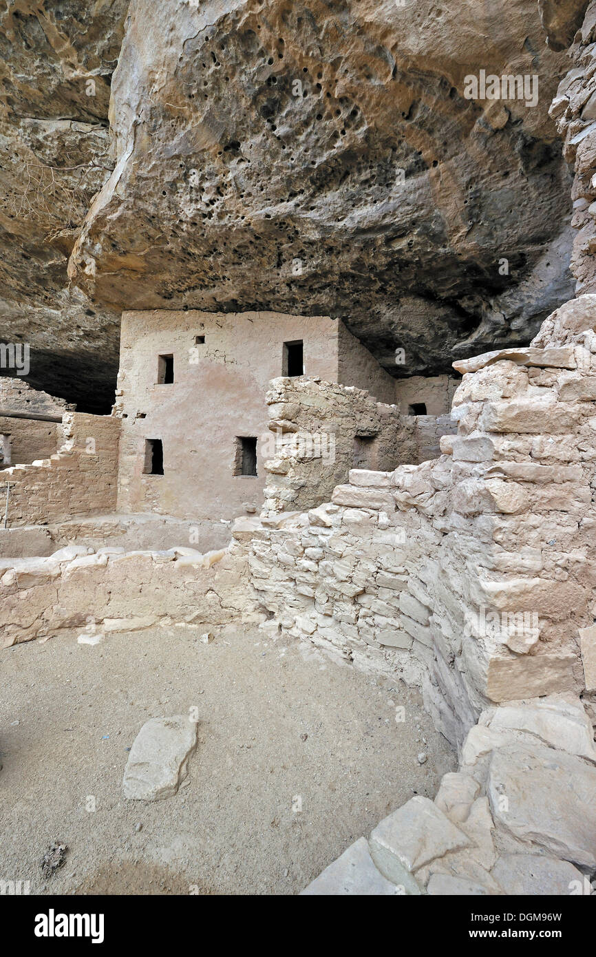 Spruce Tree House, a cliff dwelling of the Native American Indians, about 800 years old, Mesa Verde National Park Stock Photo