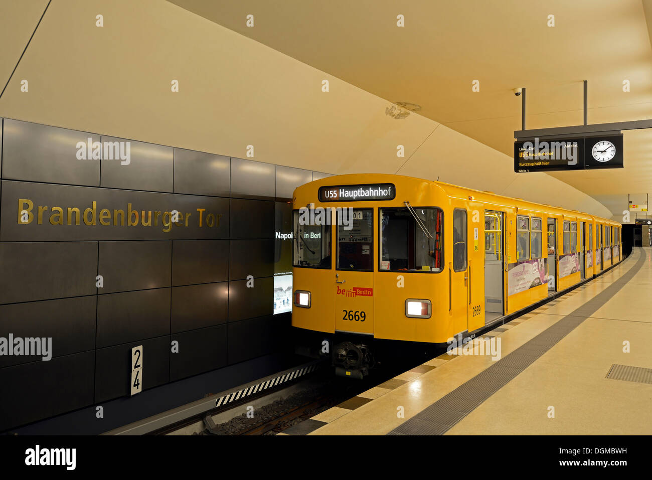 A Berlin underground train stopping at Brandenburg Gate station, Berlin, Berlin, Berlin, Germany - Stock Image