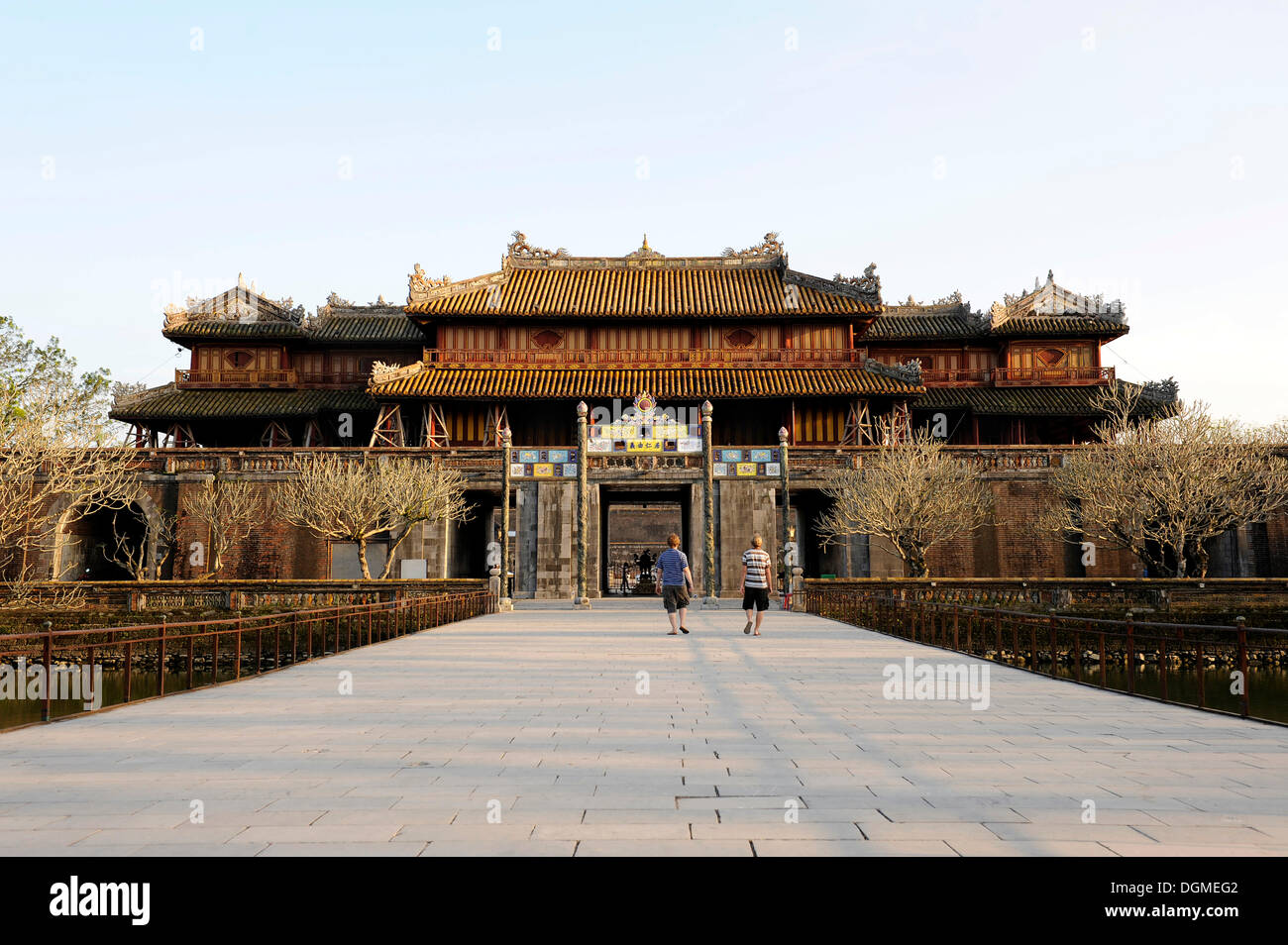 Hoang Thanh Royal Citadel, Ngo Mon Gate, view from the inside with Trung Dao Bridge, Hue, North Vietnam, Vietnam, Southeast Asia - Stock Image