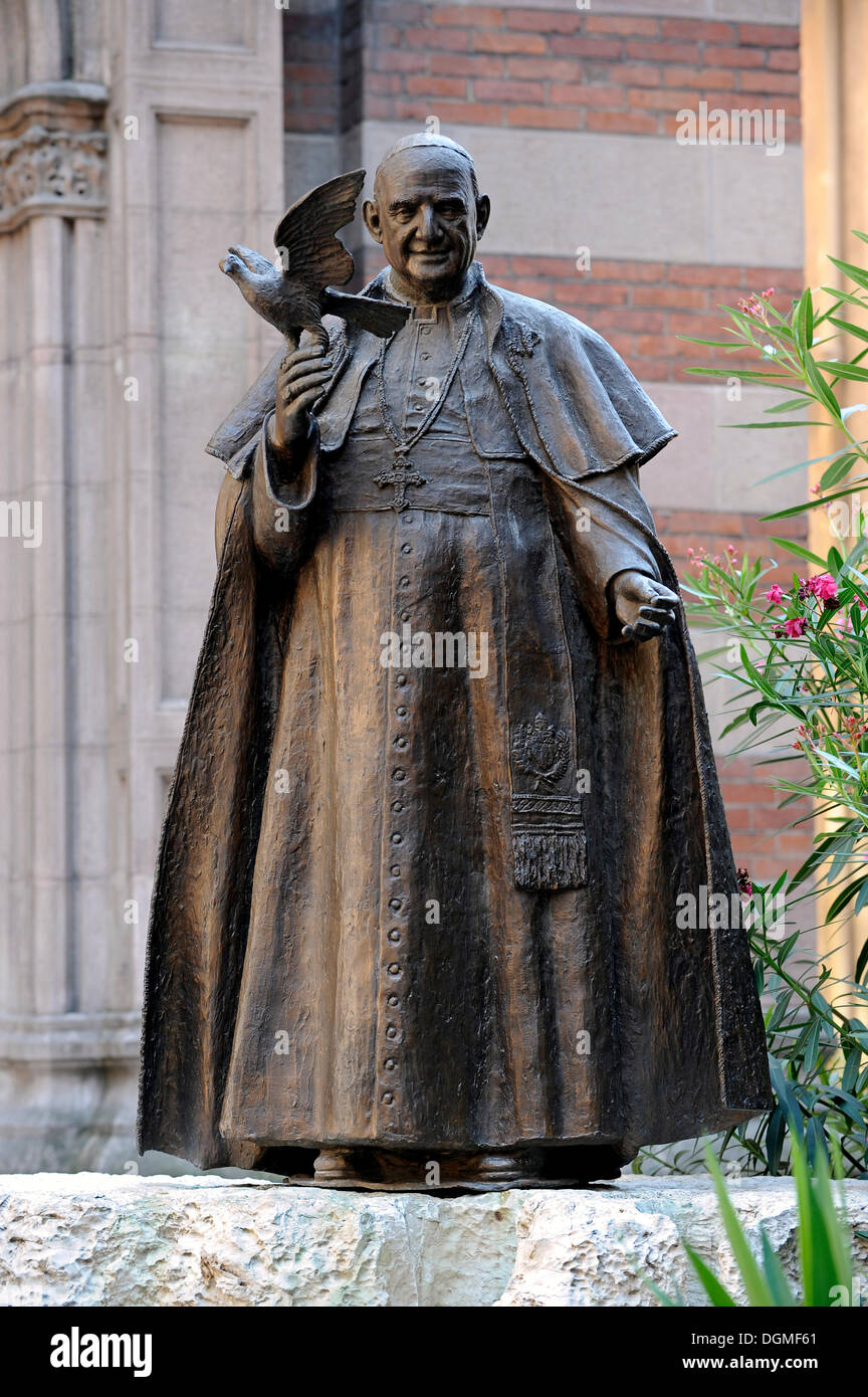 Statue of Pope John XXIII in front of Sent Antuan Kilisesi church, St Antonio Kilisesi, Saint Antoine, Saint Anthony's Church - Stock Image