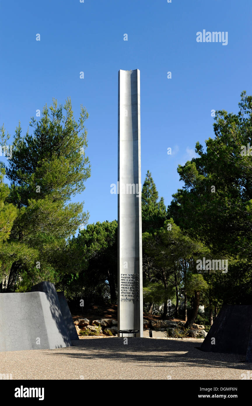 Pillar of Heroism on the grounds of Yad Vashem Holocaust Memorial, Jerusalem, Israel, Middle East, Western Asia, Asia - Stock Image