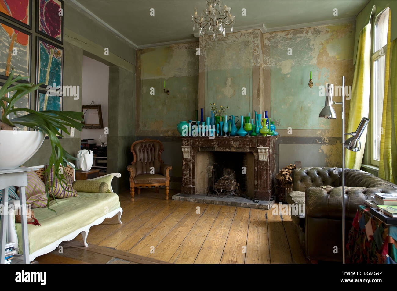Living Room With Original 1850s Wall Decor And Collection Of Murano Stock Photo Alamy