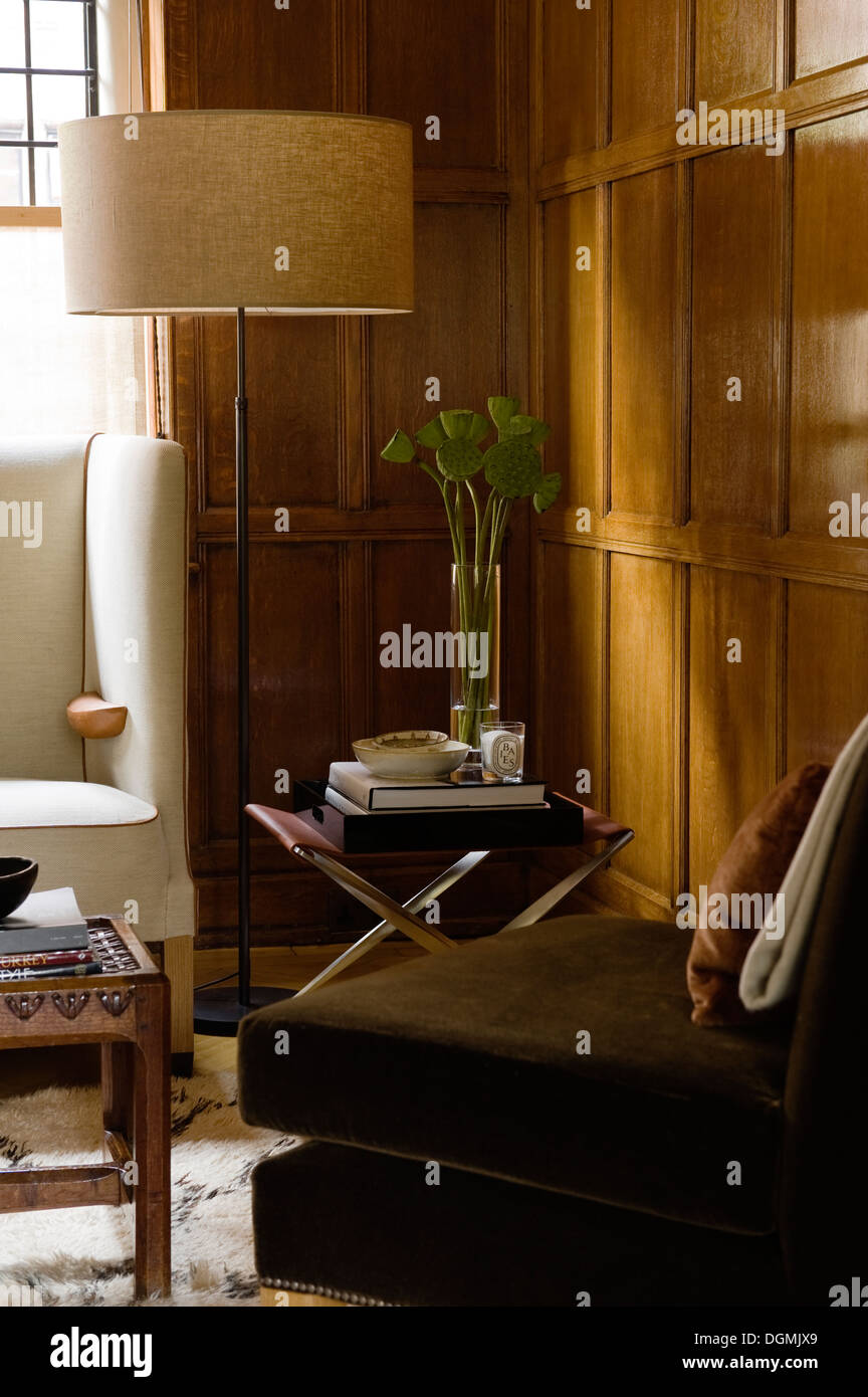 Original Arts & Crafts wooden paneled room - Stock Image