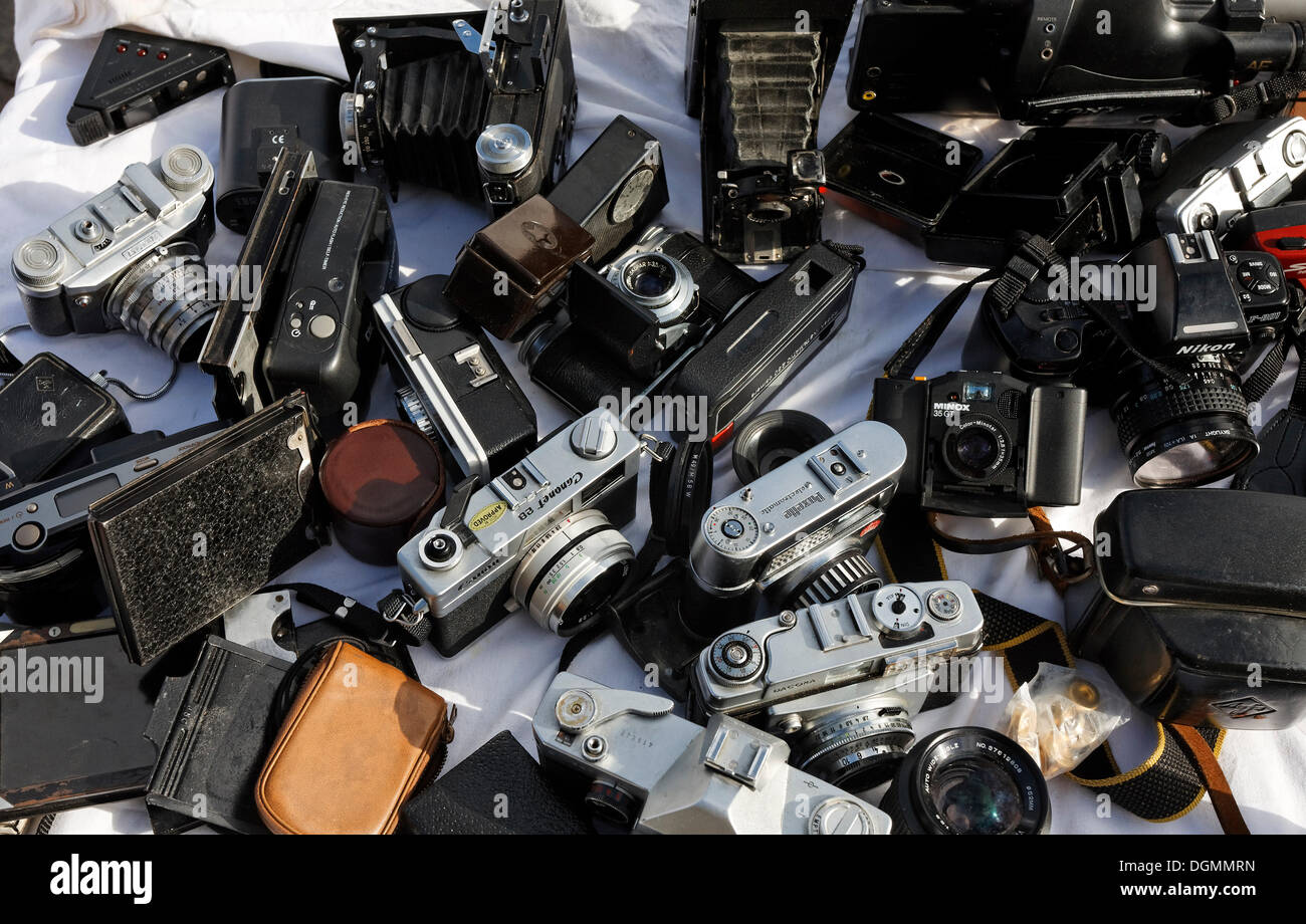 Old analog cameras for sale, flea market at Kupfergraben, Berlin-Mitte - Stock Image