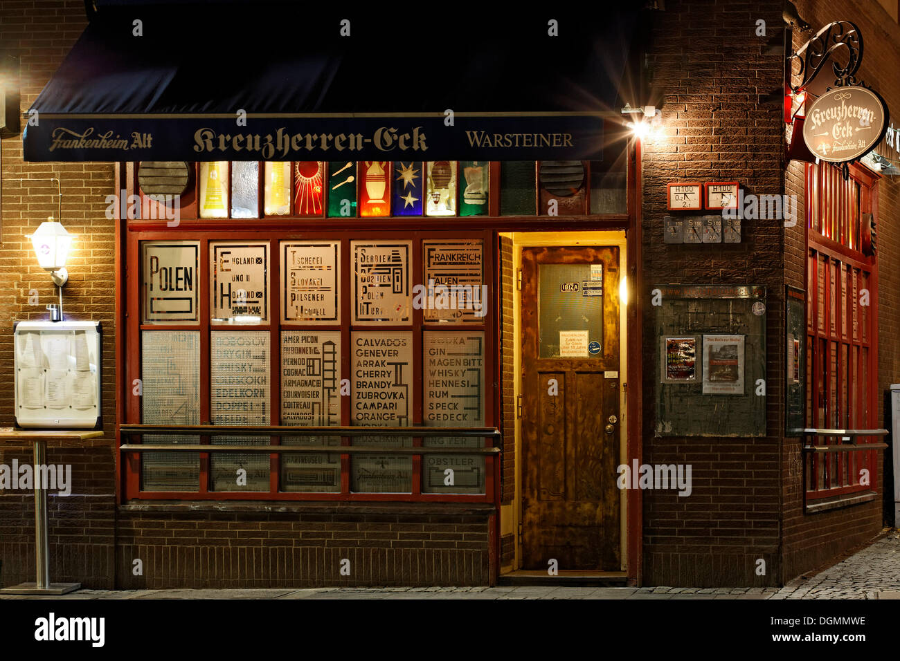Kreuzherren-Eck pub, fully licenced, art bar of the 50s, stained-glass windows by Guenter Grote, Ratinger Strasse street - Stock Image