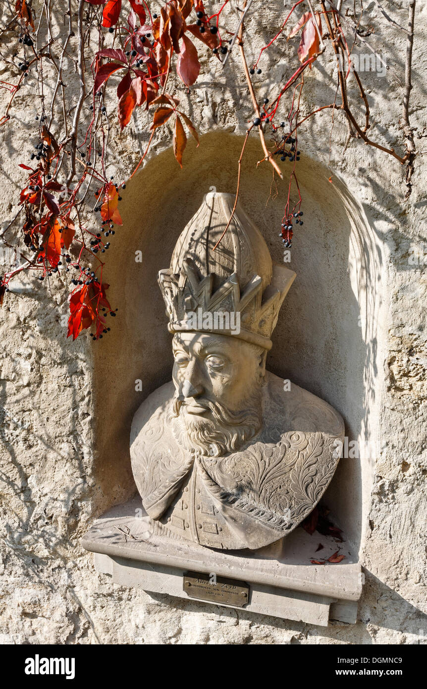 Mughal emperor of Hindustan, bust on the castle grounds of Schloss Kromsdorf castle, Weimarer Land district, Thuringia - Stock Image