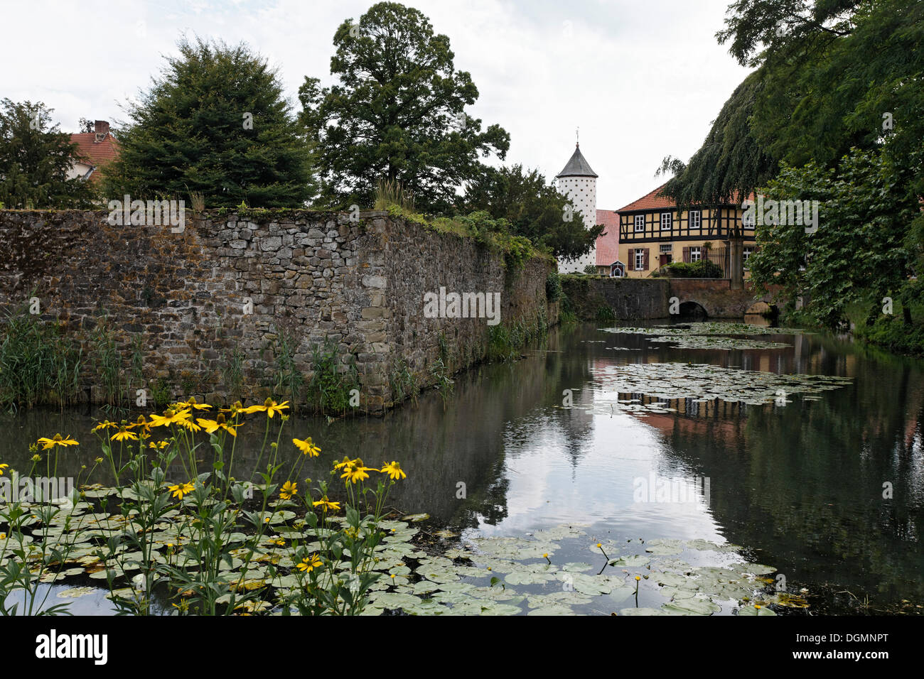 Moat, Schloss Huennefeld Castle, near Bad Essen, Osnabruecker Land region, Lower Saxony - Stock Image