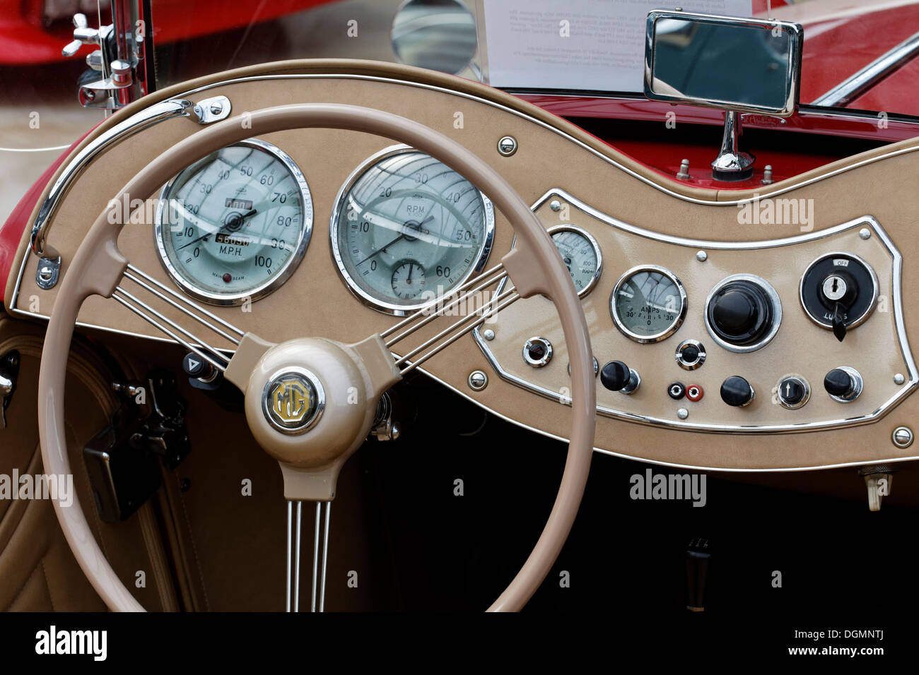 steering wheel and curved dashboard of a mg td mk ii convertible stock photo 61921794 alamy. Black Bedroom Furniture Sets. Home Design Ideas