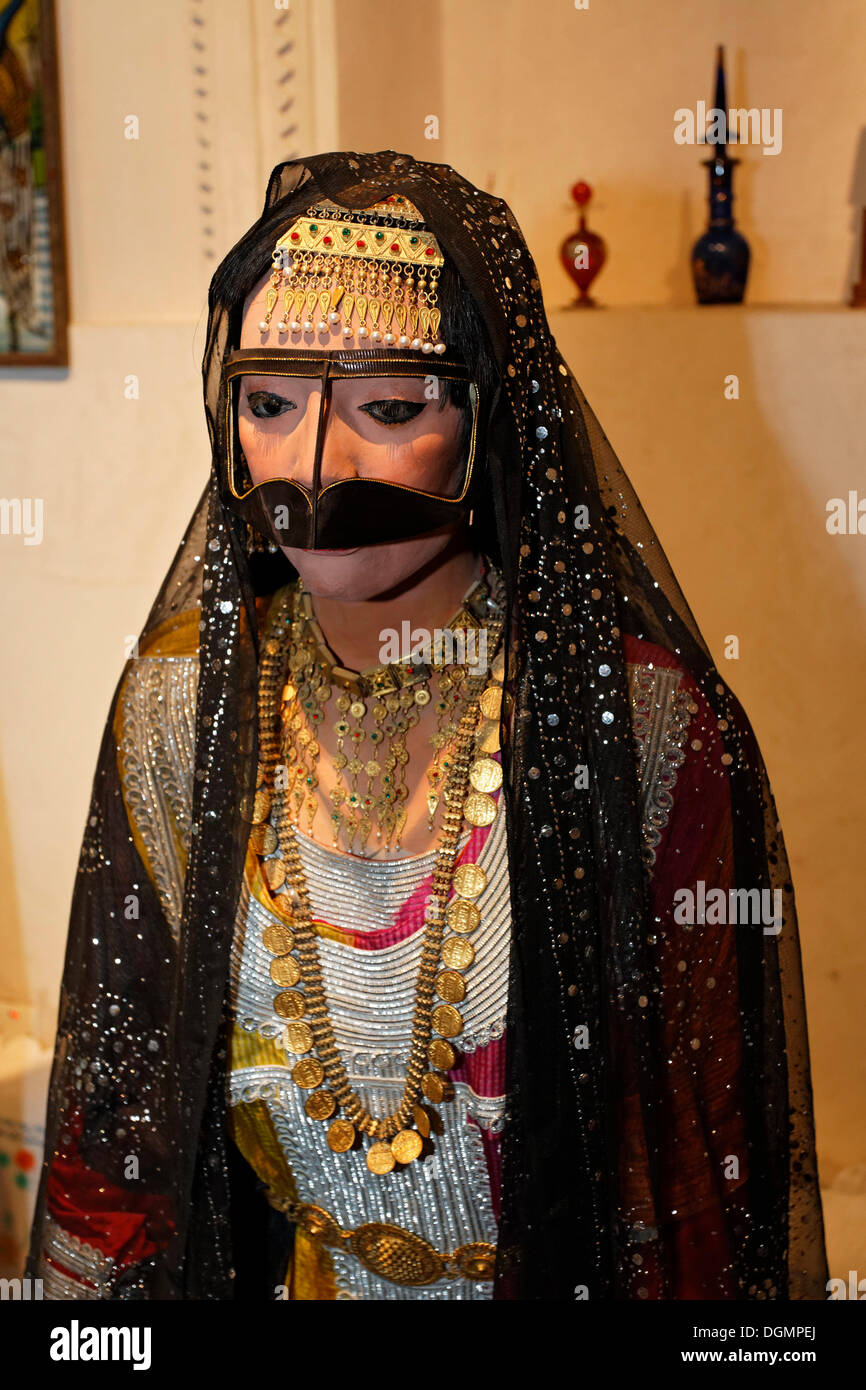 Arab bride wearing a traditional dress and headdress, life-size figure, Heritage House Museum, United Arab Emirates, Middle East - Stock Image