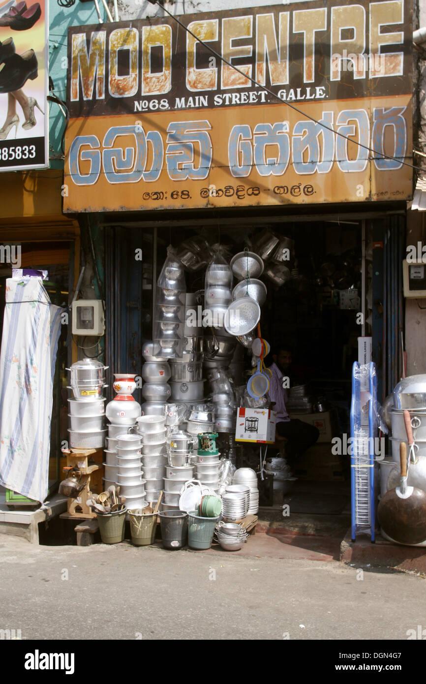 METAL POTS & PANS SHOP GALLE SRI LANKA ASIA 18 March 2013 - Stock Image