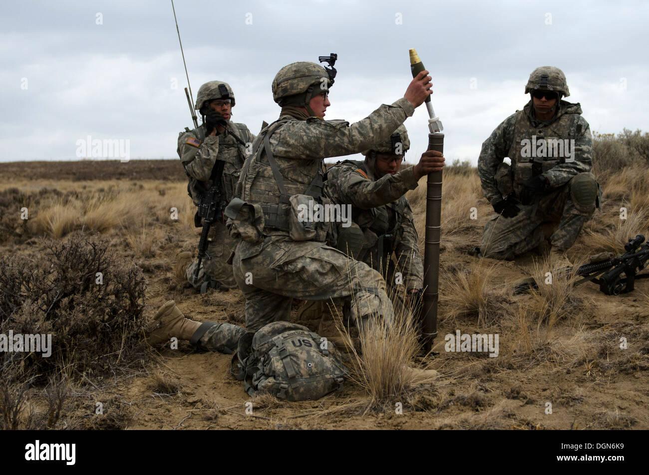 Spc. Bill Savage (right), Company C, 1st Battalion, 23rd Infantry Regiment 'Tomahawks', looks on as Pvt. Daniel Pichardo (left) - Stock Image