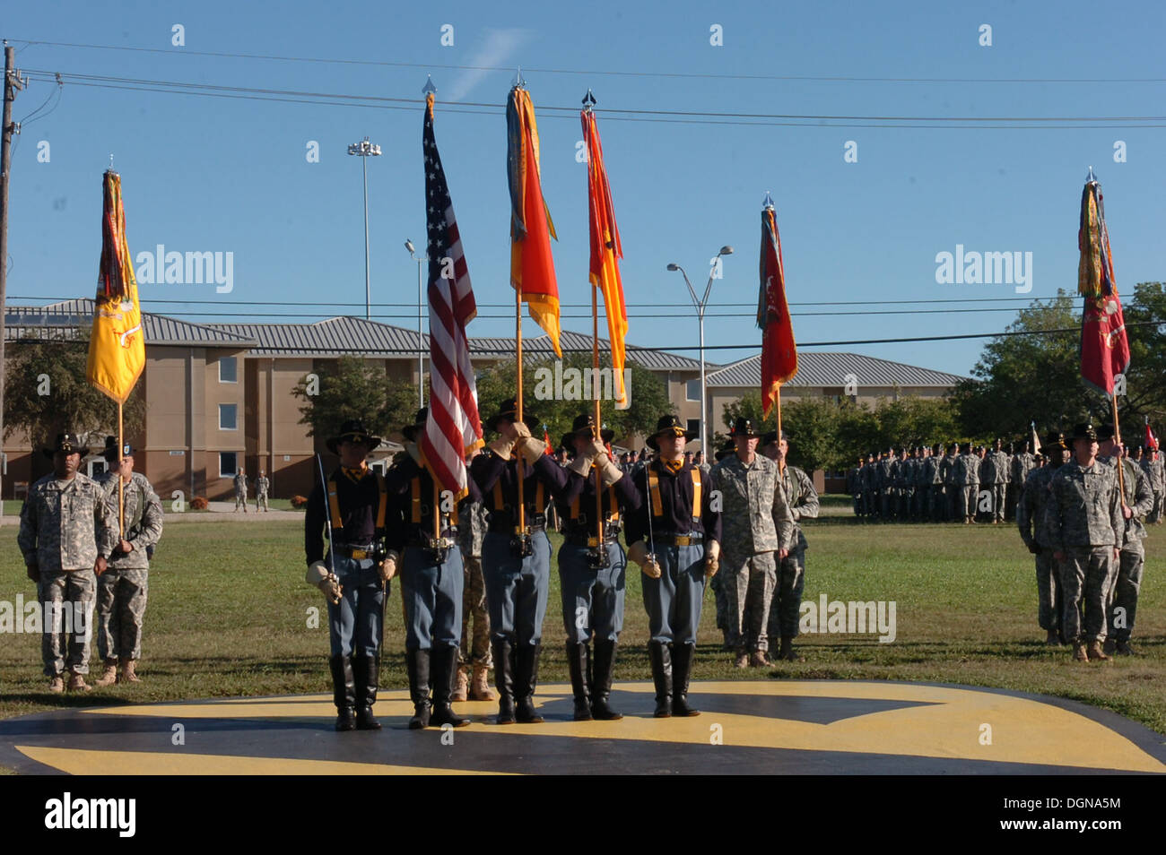 """The 1st Cavalry Division's color guard stand with the 4th Brigade """"Long Knife"""" Combat Team, 1st Cavalry Division's colors uncased for the final moments during the brigade's deactivation ceremony at Cooper Field, Fort Hood, Texas Oct. 17. The unit recently - Stock Image"""