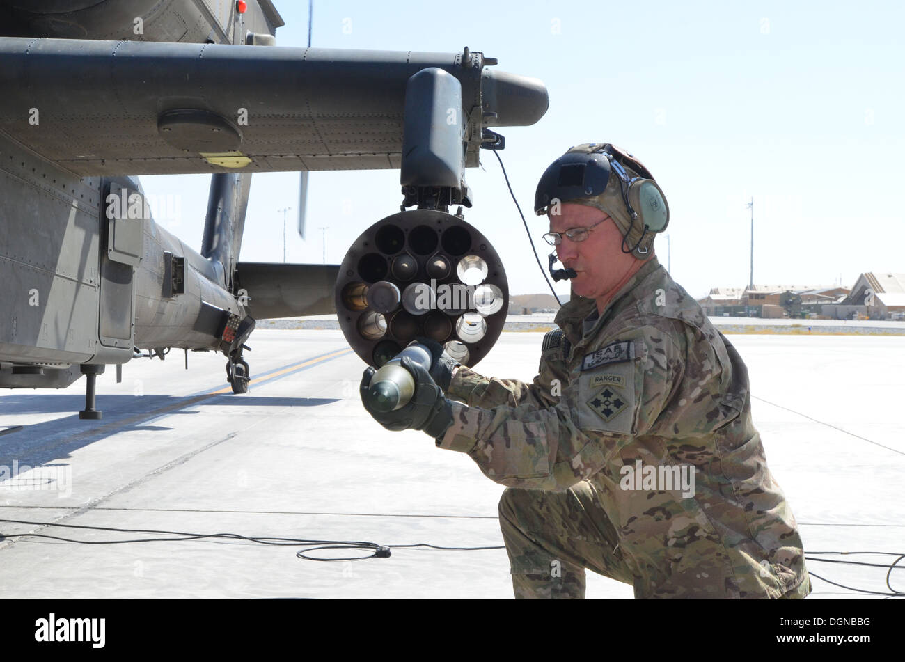 Major General Paul LaCamera, Regional Command-South and 4th Infantry Division commander, loads a 2.75 inch rocket into an AH-64 - Stock Image