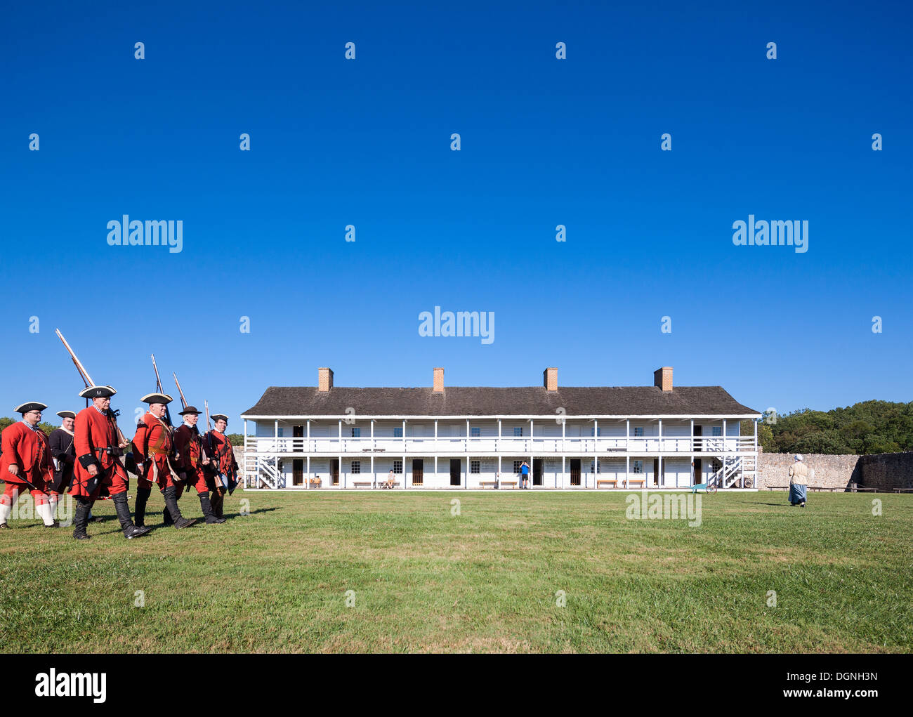 Historic 18th century daily life in Fort Frederick Maryland. Volunteers march with period uniforms and muskets. East barracks. - Stock Image