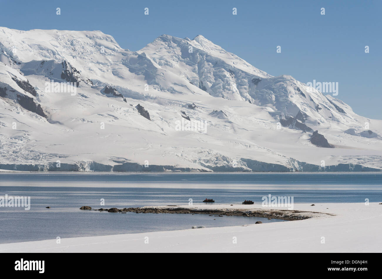 Zodiac inflatable boats between Half Moon Island, front, and Livingston Iceland, rear, Südliche Shetlandinseln, Antarctica - Stock Image
