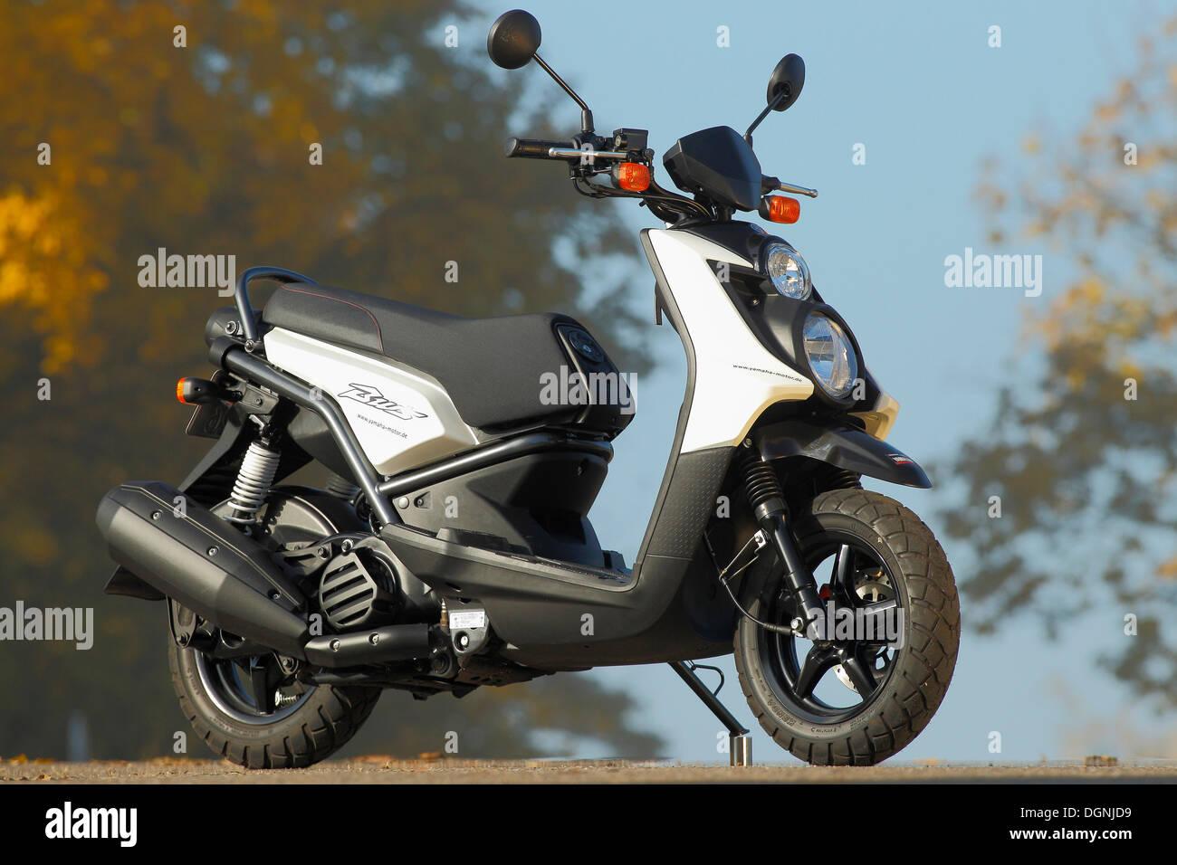 Yamaha Scooter Stock Photos & Yamaha Scooter Stock Images