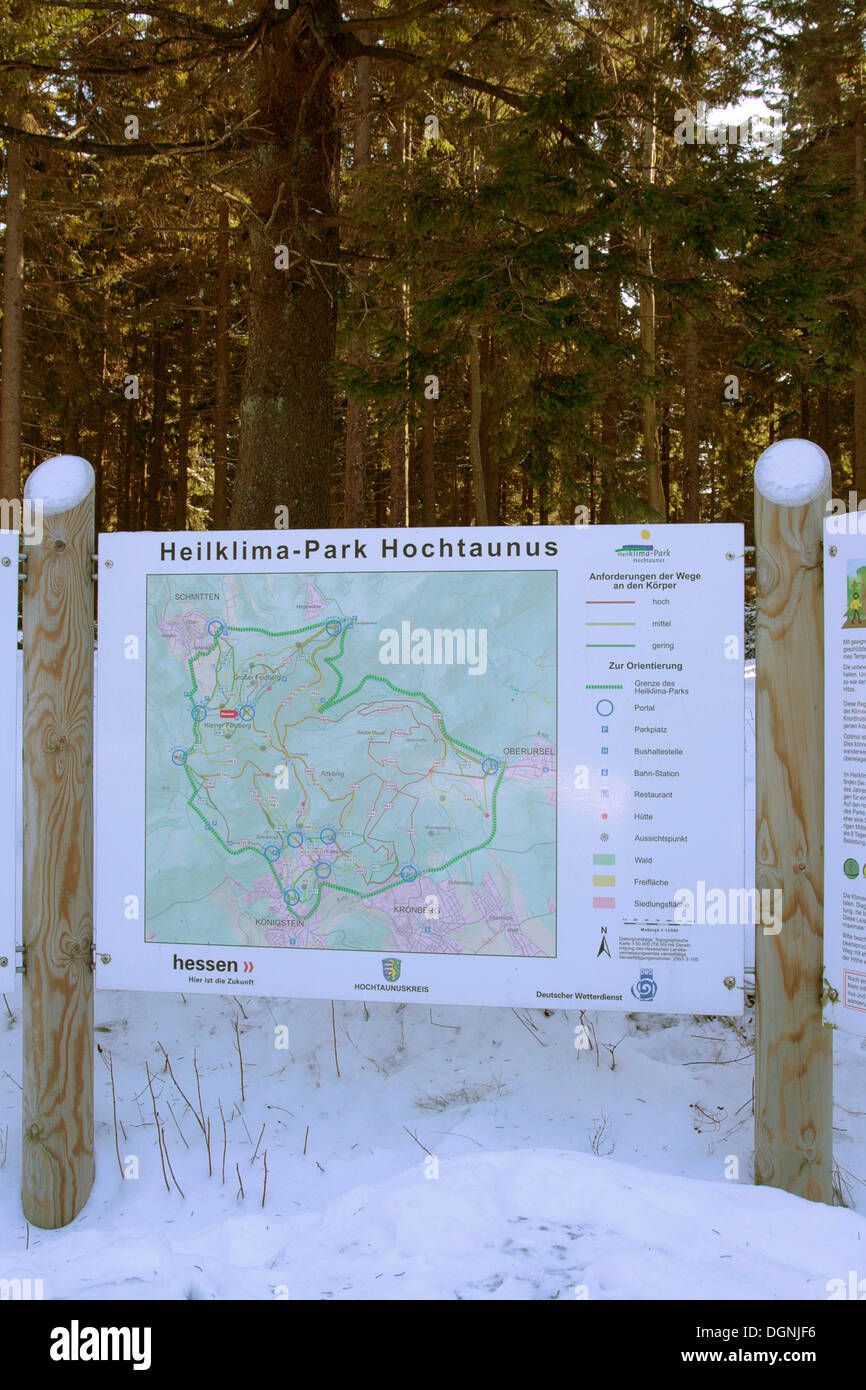 Information board, Heilklimapark, healing climate park in Hochtaunus in winter, Kleiner Feldberg mountain - Stock Image