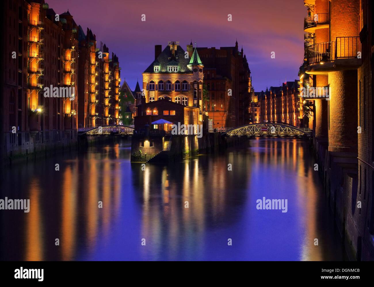 Hamburg Speicherstadt Wasserschloss Nacht - Hamburg city of warehouses palace at night 02 Stock Photo