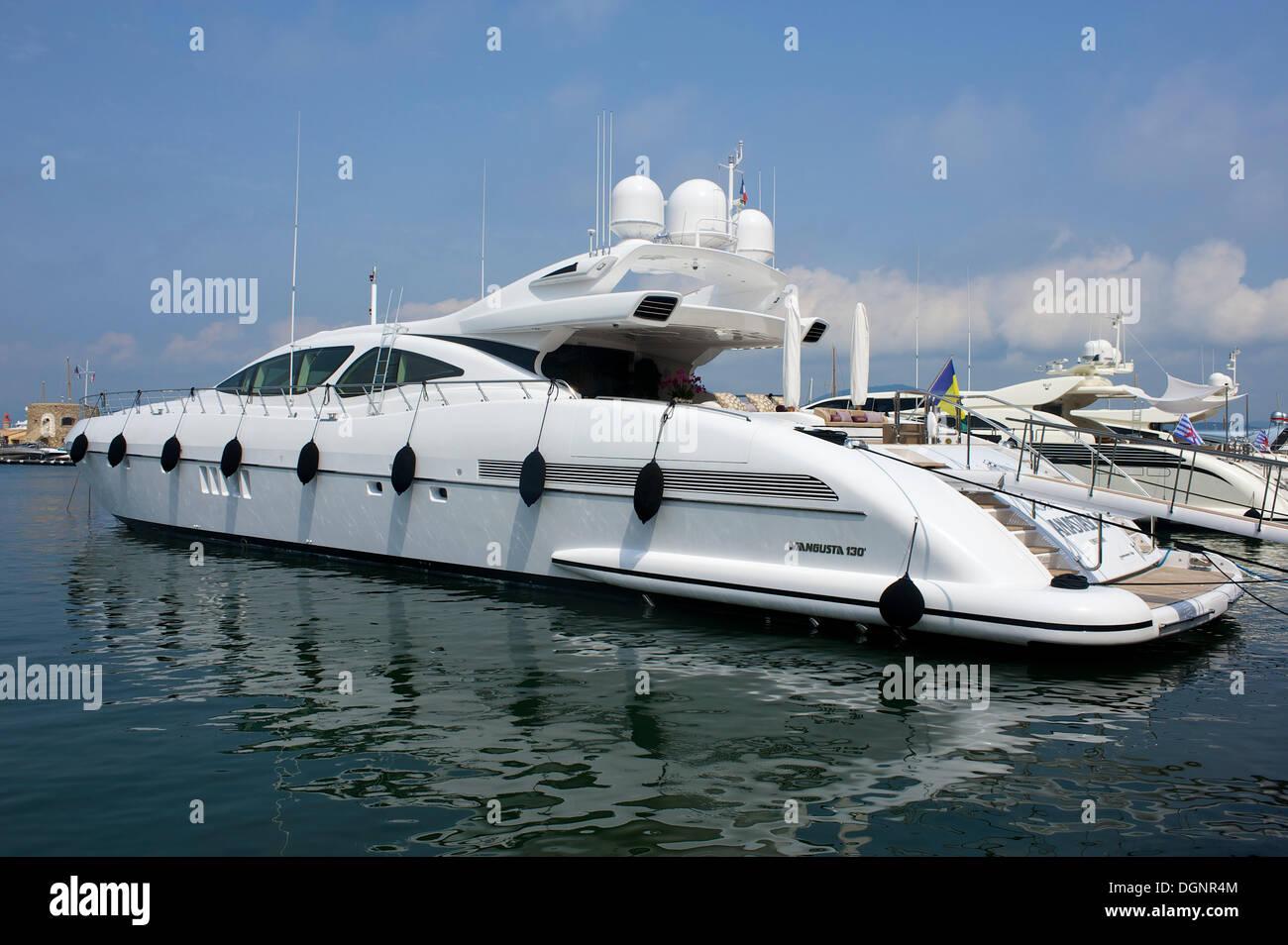 Yacht in the harbor, Côte d'Azur, Saint-Tropez, Département Var, Region Provence-Alpes-Côte d'Azur, France - Stock Image