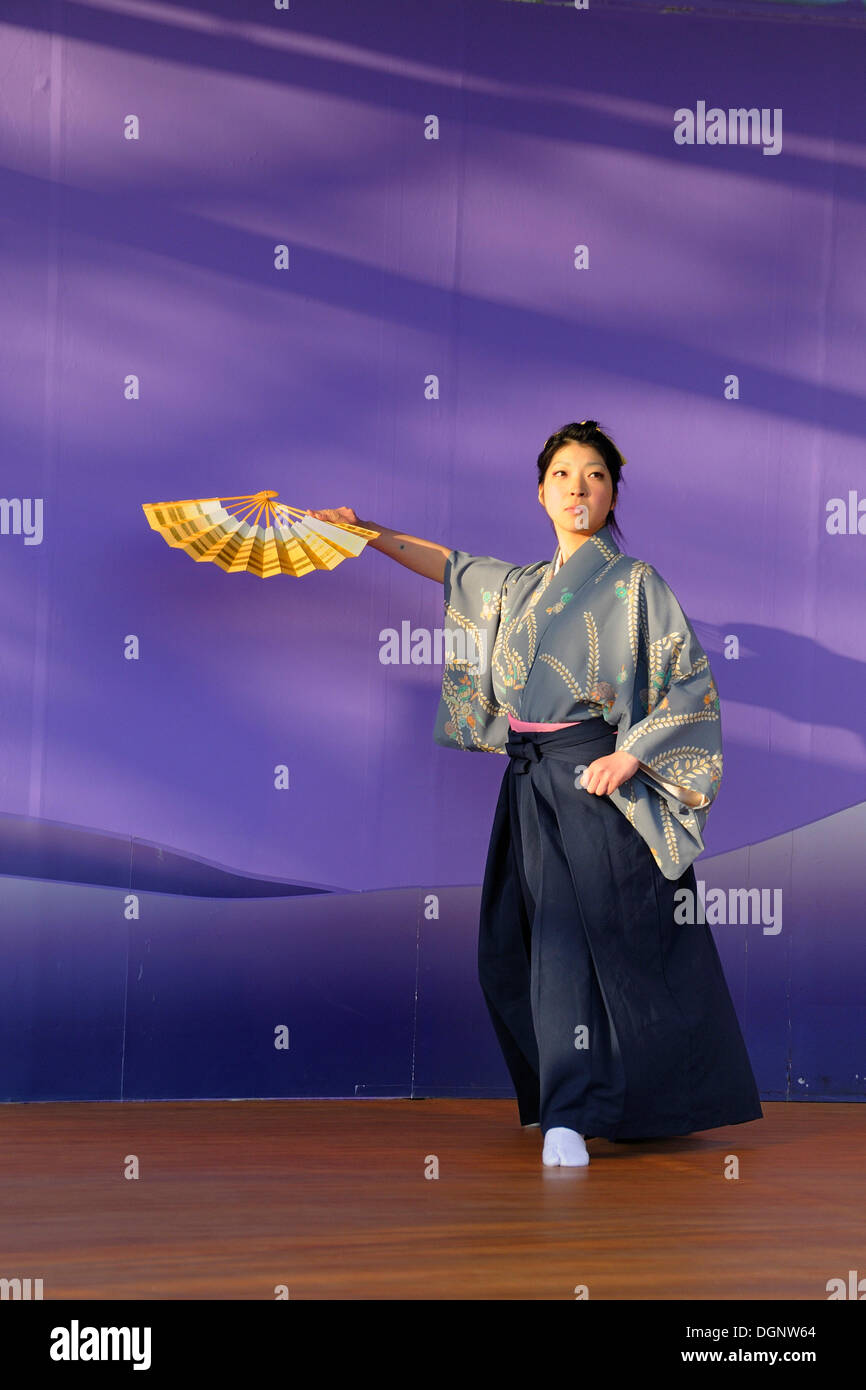 Women at a fan dance, Nihon Buyo, at the Cherry Blossom Festival, Hanami in Kyoto, Japan, Asia - Stock Image