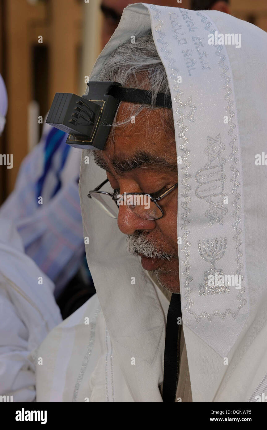 Jew with a tefillin on his head and prayer shawl, tallit, around the head, Muslim Quarter, Jerusalem, Israel, Middle East - Stock Image