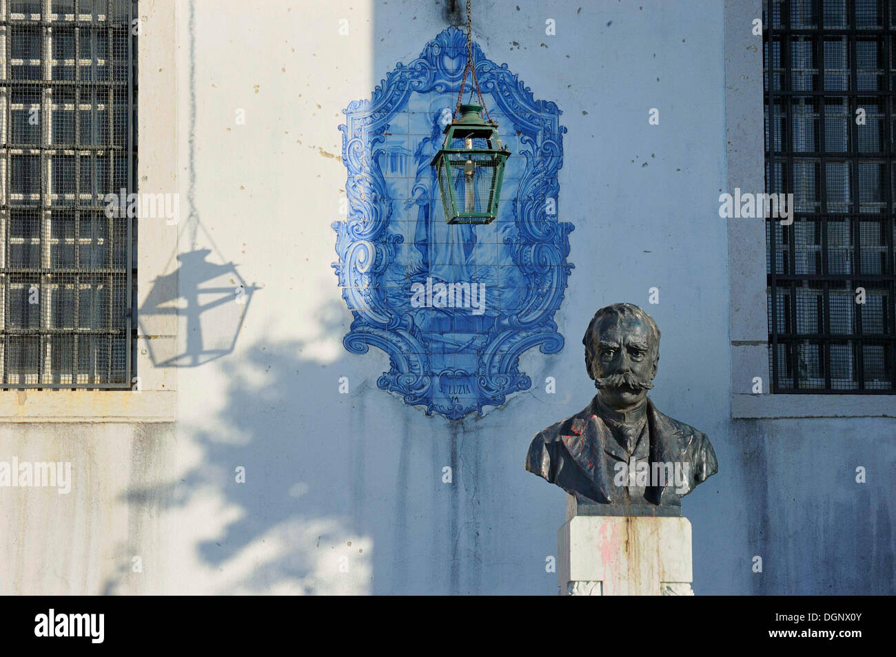 Monument to the historian Julio de Cas the younger, Julio de Cas filho, in front of the church Santa Luzia with an Azulejo tile - Stock Image