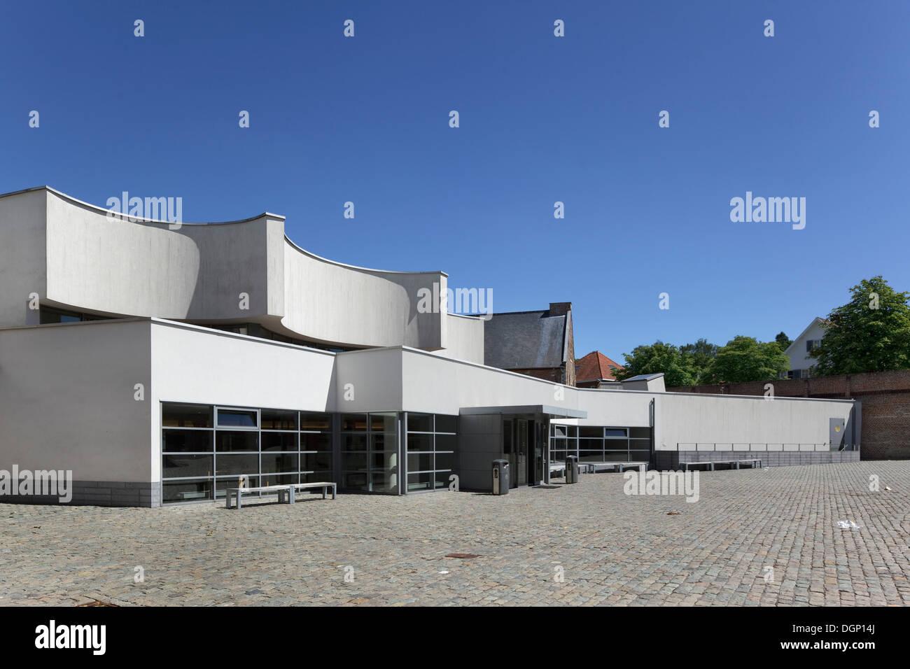 Catholic University of Leuven Arenberg Library, Leuven, Belgium. Architect: Rafael Moneo, 2002. Main entrance to Library, with w - Stock Image