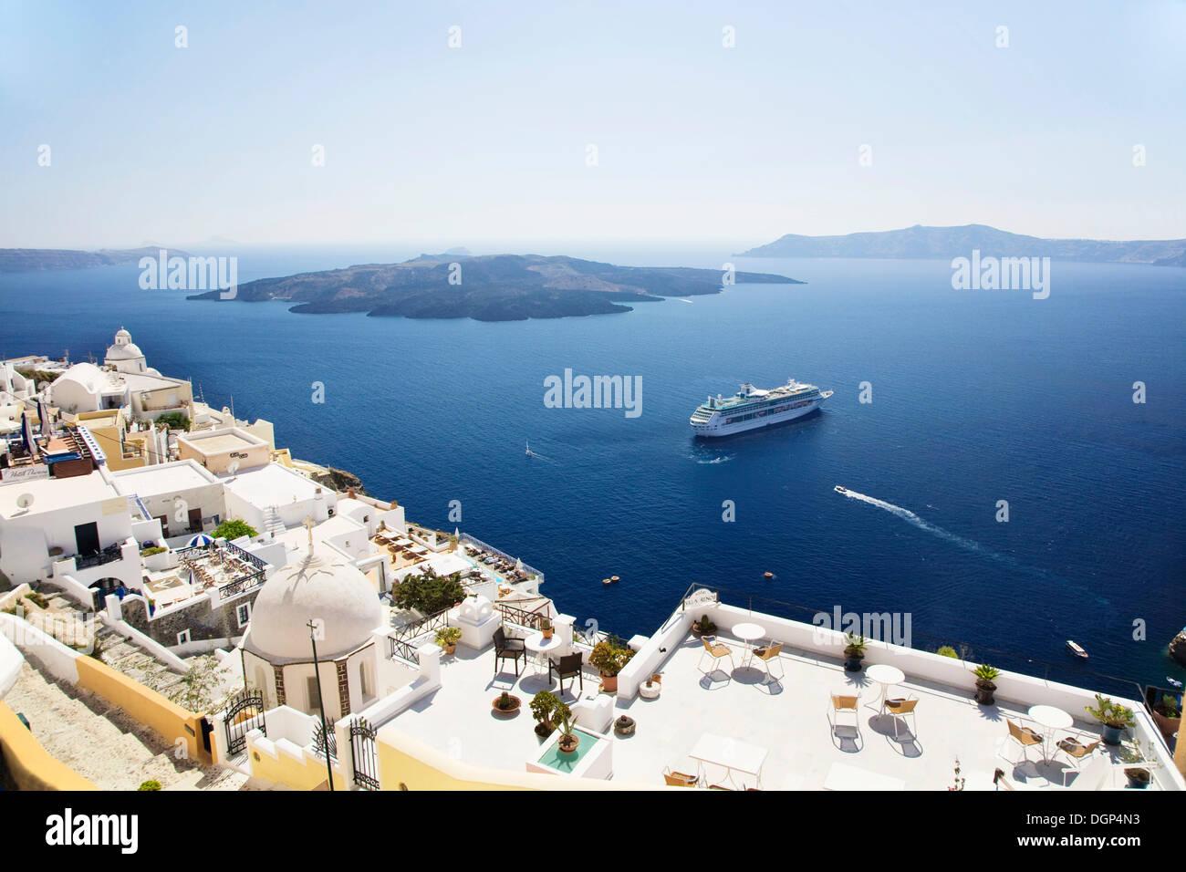 Ocean liner anchored off Fira, Santorini, Cyclades, Greece, Europe - Stock Image