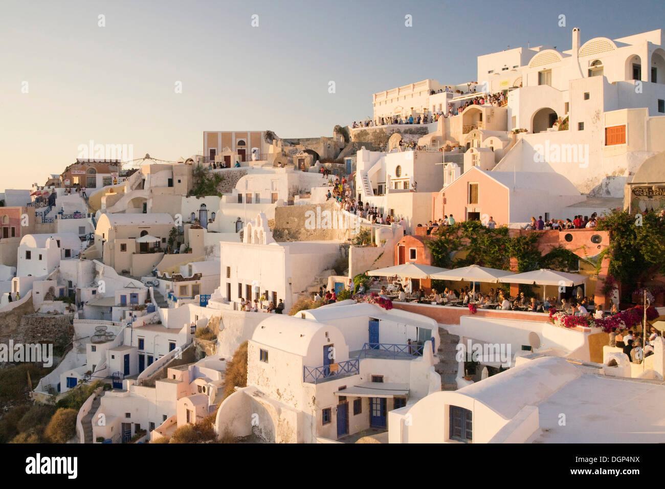 Tourists gathered to watch the sunset, Oia, Santorini, Cyclades, Greece, Europe - Stock Image